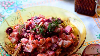 Салата от моркови, картофи и цвекло
