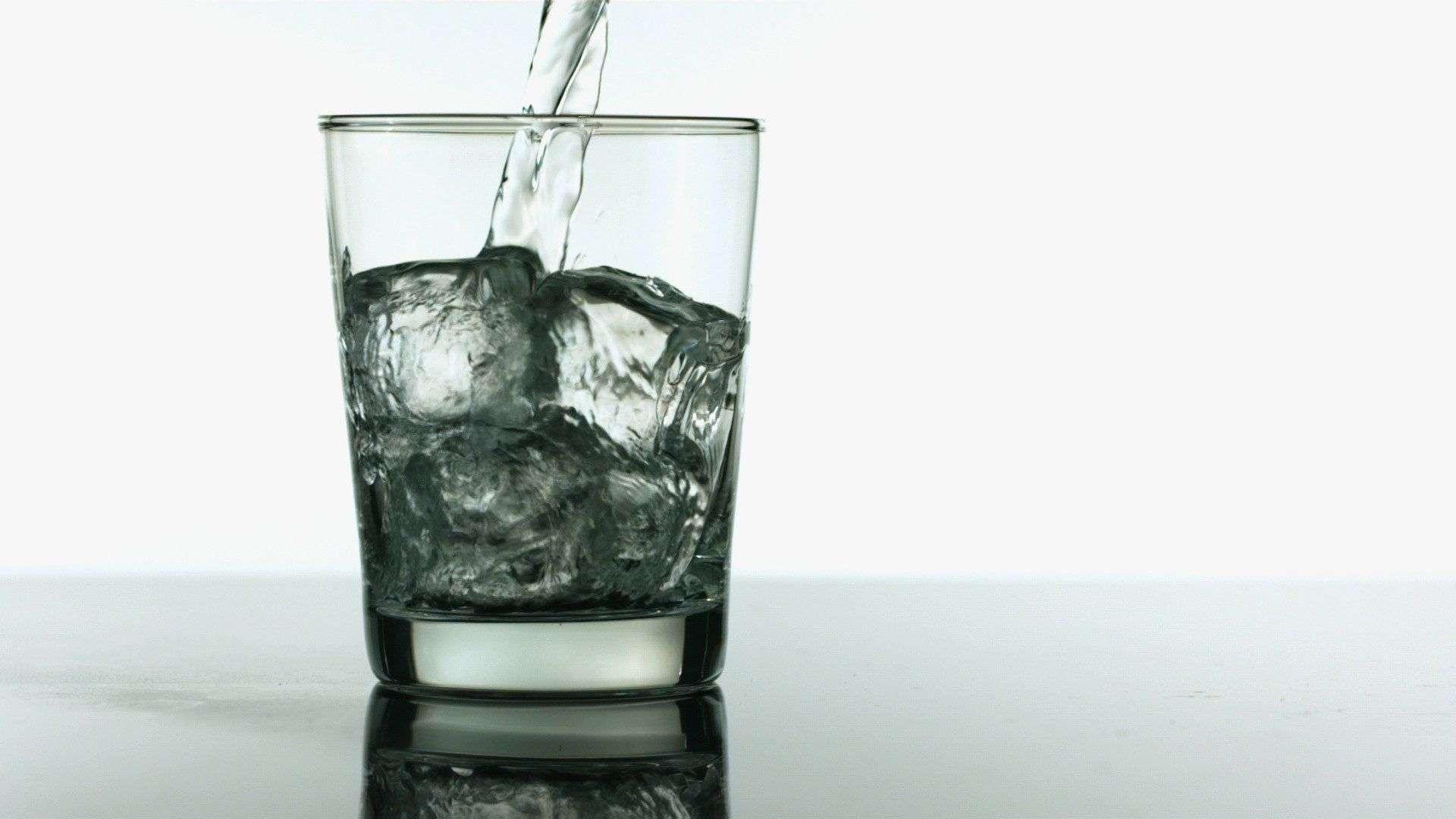 Водата в лед причинява щети на организма ви