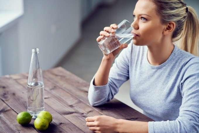 Можем ли да прекалим с пиенето на вода